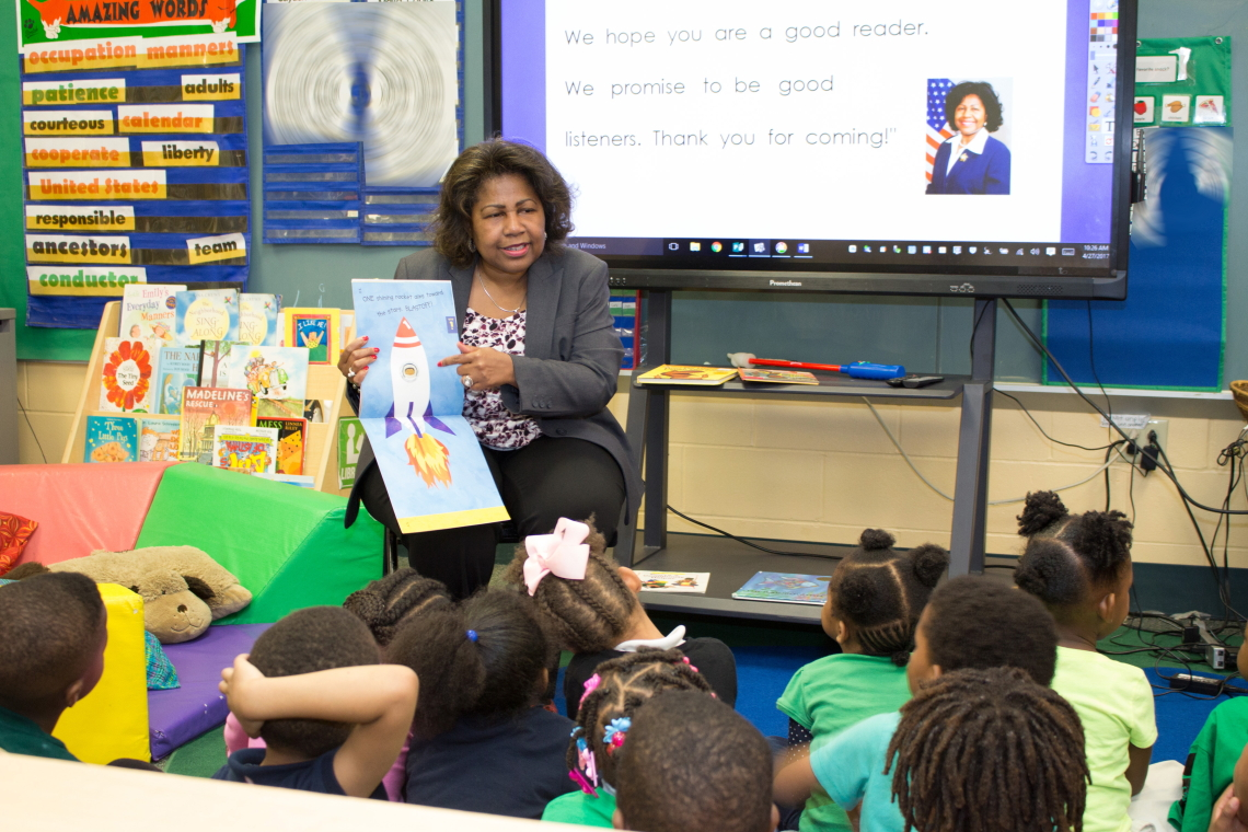 Comptroller Darlene Green reads to preschool students at Lexington Elementary during Week of the Young Child, April 27, 2017.