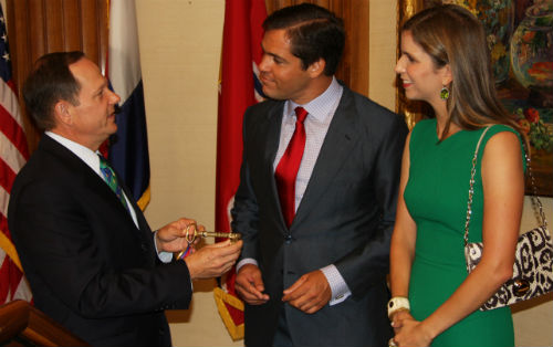 Mayor Francis Slay presents key to HRH Prince Louis de Bourbon and Princess Marie-Marguerite on Saturday, Aug. 23, 2014.