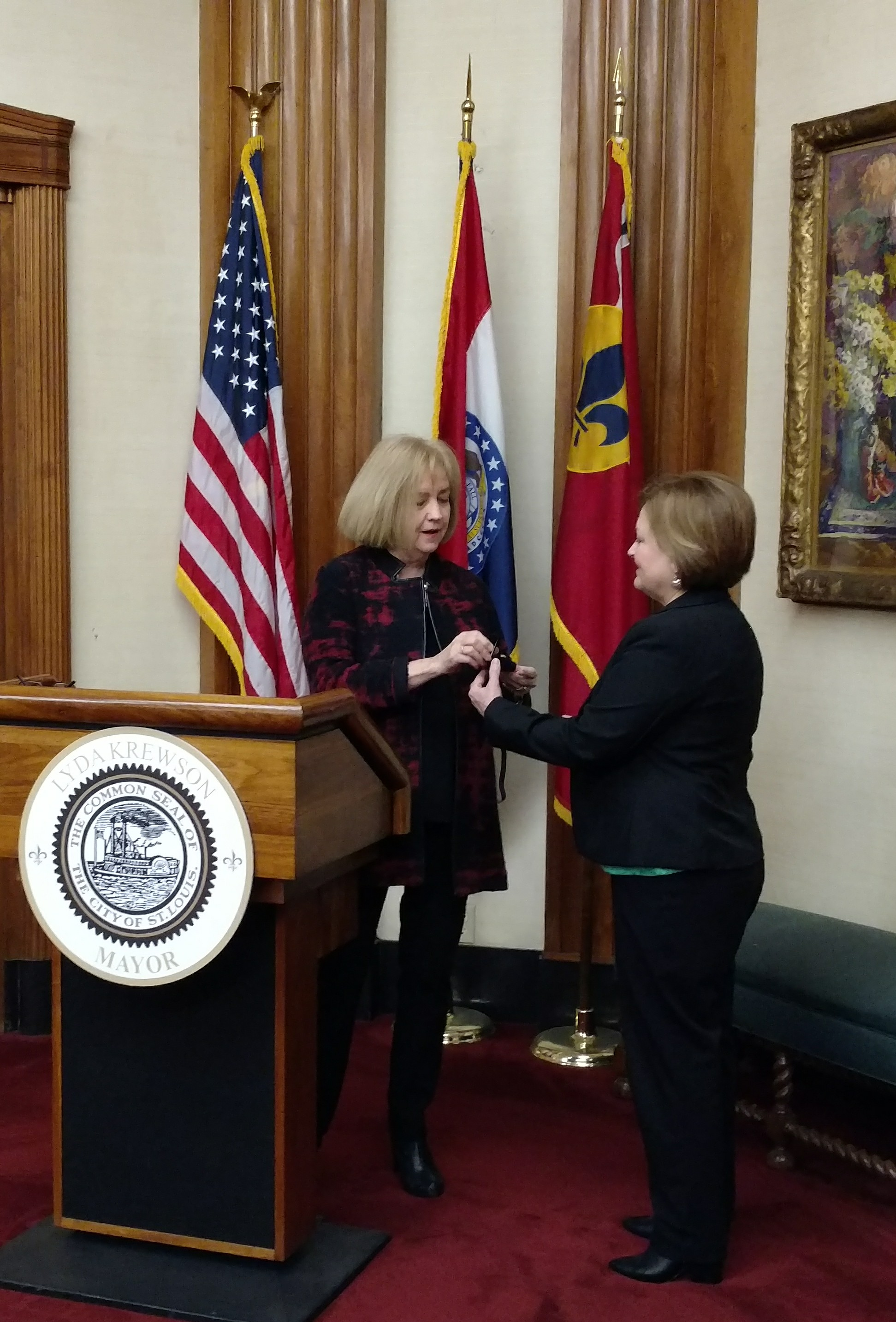 Beth Seright of the Comptroller's Office receives her 40-year service pin